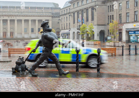Desperate Dan, statue wild west character in the British comic magazine The Dandy Dundee, Scotland. UK Weather 18/09/2018.  Rainy start to the day in the city centre with heavy rain forecast for later in the day.  Credit; MediaWorldImages/AlamyLiveNews - Stock Photo