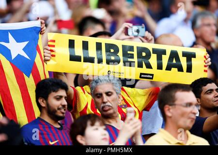 Barcelona fans show a Catalan flag and a sign that reads 'freedom', in support of the independentist movement, during the first UEFA Champions League group B match between FC Barcelona and PSV Eindhoven, at the Camp Nou stadium, in Barcelona, Catalonia, Spain, 18 September 2018. EFE/Alejandro Garcia - Stock Photo