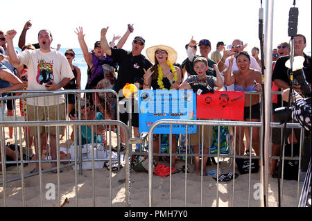 September 16, 2018 - Fans cheer during the Hawaii Five-O and Magnum P.I. Sunset On The Beach event on Waikiki Beach in Honolulu, Hawaii - Michael Sullivan/CSM - Stock Photo