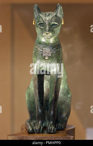 The Gayer-Anderson Cat is an Ancient Egyptian statue of a cat made out of bronze at the British museum, from the Late Period, about 664-332 BC - Stock Photo