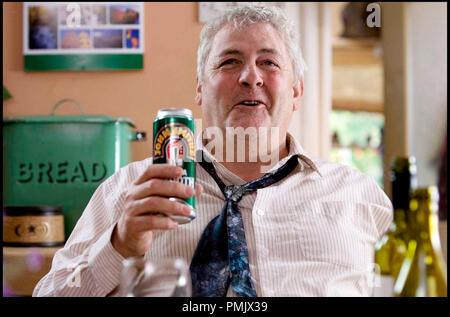 Prod DB © Film4 - Focus Features - Thin Man Films / DR ANOTHER YEAR de Mike Leigh 2010 GB avec Peter Wight canette de biere, alcoolique - Stock Photo