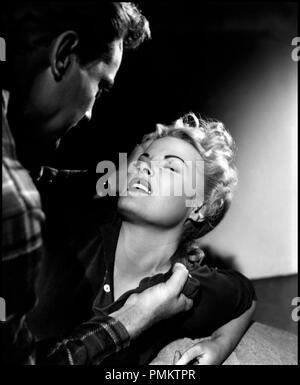 Prod DB © Hugo Haas Productions / DR BAIT de Hugo Haas 1954 USA avec John Agar et Cleo Moore femme battue, viol, violences conjugales, tirer les cheveux, tenir par le col - Stock Photo
