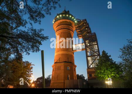 Wasserturm Aquarius Wassermuseum in Styrum in der Abenddämmerung, Mülheim an der Ruhr, Nordrhein-Westfalen, Deutschland, Europa |  water tower Aquariu - Stock Photo