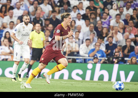Madrid, Spain. 19th Sep, 2018. Nicolo Zaniolo (forward; Associazione Sportiva Roma) in action during the UEFA Champions League match between Real Madrid and AS Roma at Santiago Bernabeu on September 19, 2018 in Madrid, Spain Credit: Jack Abuin/ZUMA Wire/Alamy Live News - Stock Photo