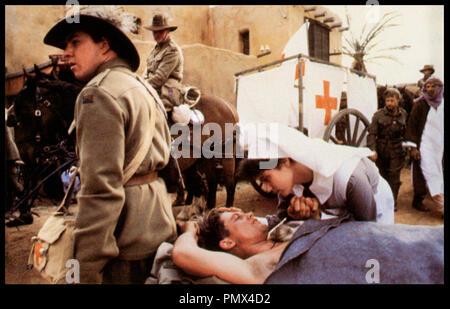 Prod DB © RKO - Picture Show / DR LA CHEVAUCHE DE FEU (THE LIGHTHORSEMEN) de Simon Wincer 1987 AUS guerre, blesse, infirmiere, infirmerie, ambulance militaire, - Stock Photo