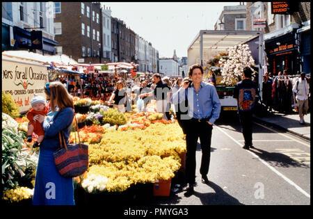 Prod DB © PolyGram - Working Title / DR COUP DE FOUDRE A NOTTING HILL (NOTTING HILL) de Roger Michell 1999 GB avec Hugh Grant marche, fleurs - Stock Photo
