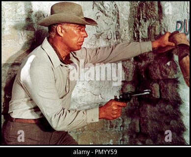 Prod DB © Mirisch Corporation / DR LES COLTS DES 7 MERCENAIRES (GUNS OF THE MAGNIFICENT SEVEN) de Paul Wendkos 1969 USA avec George Kennedy sequelle, western, - Stock Photo