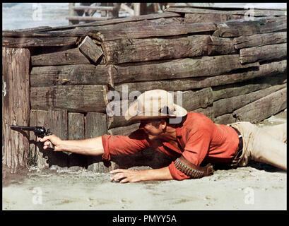 Prod DB © Mirisch Corporation / DR LES COLTS DES 7 MERCENAIRES (GUNS OF THE MAGNIFICENT SEVEN) de Paul Wendkos 1969 USA avec Monte Markham fusillade sequelle, western, - Stock Photo