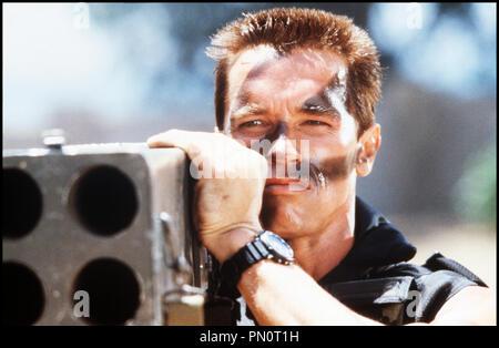Prod DB © 20TH Century / DR COMMANDO de Mark Lester 1985 USA avec Arnold Schwarzenegger militaire, observer, lance roquette, bazooka - Stock Photo