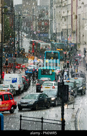 UK Weather. Traffic congestion on Lime St, Liverpool as traffic and pedestrians battle through the heavy rain. - Stock Photo