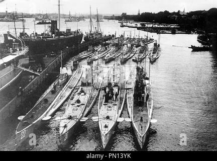 German Submarines in harbor. German submarines in a harbour. Front row (left to right): U-22, U-20 (sank the Lusitania), U-19 and U-21. Back row (left to right): U-14, U-10 and U-12 - Stock Photo