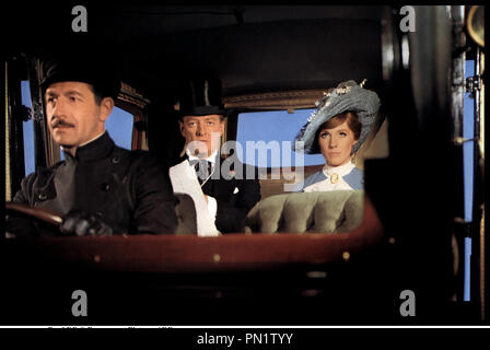 Prod DB © Paramount Pictures / DR DARLING LILI (DARLING LILI) de Blake Edwards 1970 USA avec Jeremy Kemp et Julie Andrews voiture, chauffeur - Stock Photo
