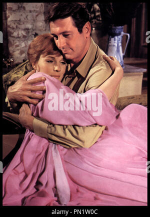 Prod DB © Paramount Pictures / DR DARLING LILI (DARLING LILI) de Blake Edwards 1970 USA avec Julie Andrews et Rock Hudson couple, tendresse, embrasser - Stock Photo