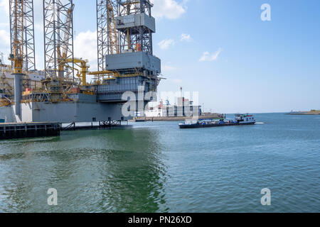 Oil rig for maintenance in the seaport of IJmuiden.