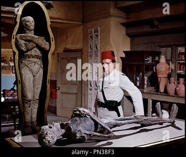 Prod DB © Hammer / DR DANS LES GRIFFES DE LA MOMIE (THE MUMMY'S SHROUD) de John Gilling 1967 GB avec Eddie Powell et Richard Warner sarcophage, cercueil, Žgypte - Stock Photo