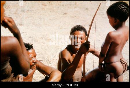 Prod DB © CAT Films - Mimosa / DR LES DIEUX SONT TOMBÉS SUR LA TÊTE (THE GODS MUST BE CRAZY) de Jamie Uys 1980 Botswana avec Xao Afrique, bushman, savane, tribu - Stock Photo