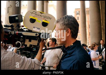 Prod DB © Relativity Media - Universal Pictures / DR DUPLICITY de Tony Gilroy 2009 USA/ALL. avec Tony Gilroy sur le tournage caméra, panavision, panaflex - Stock Photo