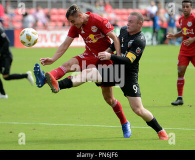 Washington, DC, USA. 16th Sep, 2018. 20180916 - New York Red Bulls defender AARON LONG (33) defends D.C. United forward WAYNE ROONEY (9) in the first half at Audi Field in Washington. Credit: Chuck Myers/ZUMA Wire/Alamy Live News - Stock Photo