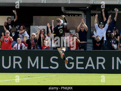 Washington, DC, USA. 16th Sep, 2018. 20180916 - D.C. United forward WAYNE ROONEY (9) celebrates with fans, following his goal against the New York Red Bulls in the second half at Audi Field in Washington. Credit: Chuck Myers/ZUMA Wire/Alamy Live News - Stock Photo