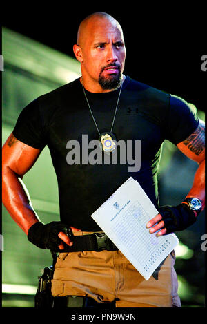 Prod DB © Universal Pictures - Original Film / DR FAST FIVE de Justin Lin 2011 USA avec Dwayne Johnson suite, sequelle, action, tatouage, muscle, plaque de police - Stock Photo