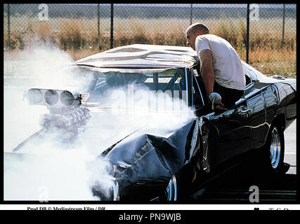 Prod DB © Mediastream Film / DR THE FAST AND THE FURIOUS (THE FAST AND THE FURIOUS) deRob Cohen 2001 USA avec Vin Diesel voiture de course, dragster, accident, Dodge Charger  de 1970 d'après l'écrit de Ken Li - Stock Photo