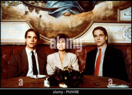 Prod DB © Morgan Creek /  DR FAUX SEMBLANTS (DEAD RINGERS) de David Cronenberg 1988 USA avec Jeremy Irons et Genevieve Bujold jumeaux d'apres le roman de Bari Wood - Stock Photo
