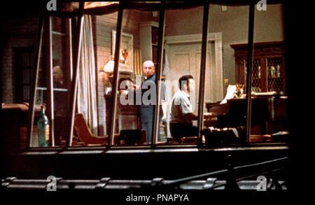 Prod DB © Paramount / DR FENETRE SUR COUR (REAR WINDOW) de Alfred Hitchcock 1954 USA avec Alfred Hitchcock et Ross Bagdasarian d'apres Cornell Woolrich - Stock Photo