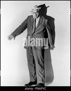 Prod DB © Paramount / DR FENETRE SUR COUR (REAR WINDOW) de Alfred Hitchcock 1954 USA avec Raymond Burr d'apres Cornell Woolrich  portrait, ambiance - Stock Photo