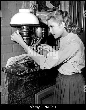 Prod DB © Paramount / DR FENETRE SUR COUR (REAR WINDOW) de Alfred Hitchcock 1954 USA avec Grace Kelly allumer, lampe a petrole d'apres Cornell Woolrich classique - Stock Photo