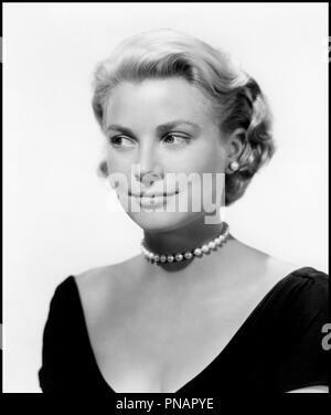 Prod DB © Paramount / DR FENETRE SUR COUR (REAR WINDOW) de Alfred Hitchcock 1954 USA avec Grace Kelly portrait, collier de perles d'apres Cornell Woolrich classique - Stock Photo