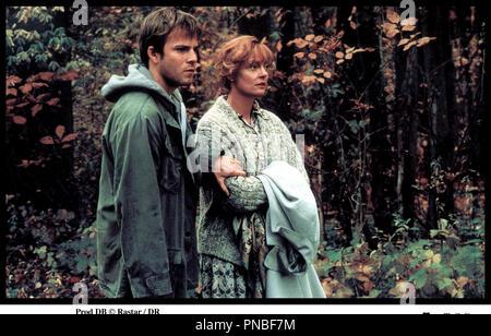 Prod DB © Rastar / DR LES FUGUEURS (EARTHLY POSSESSIONS) de James Lapine 1999 USA avec Stephen Dorff et Susan Sarandon couple, balade en fort - Stock Photo