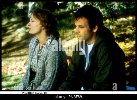 Prod DB © Rastar / DR LES FUGUEURS (EARTHLY POSSESSIONS) de James Lapine 1999 USA avec Susan Sarandon et Stephen Dorff couple, fort - Stock Photo