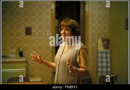 Prod DB © Eon Productions - Synchronistic Pictures / DR FILM STARS DON'T DIE IN LIVERPOOL de Paul McGuigan 2017 GB avec Julie Walters biopic, biographie d'apres les memoires de Peter Turner - Stock Photo