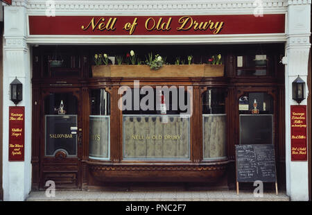 Nell of Old Drury pub, London, England, UK. Circa 1980's - Stock Photo