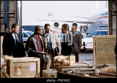 Prod DB © Columbia / Indie Prod. / DR FLIC DE HAUT VOL (BLUE STREAK) de Les Mayfield 1999 USA avec William Forsythe, Martin Lawrence et Luke Wilson aeroport, entrepot, controle, douane, caisse, hangar - Stock Photo
