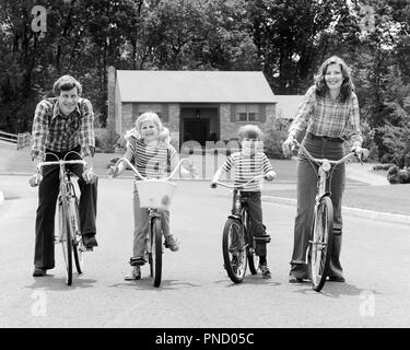 1970s SUBURBAN FAMILY OF FOUR SITTING ON BICYCLES LOOKING AT CAMERA - b25779 HAR001 HARS NOSTALGIC ACTIVE 4 SUBURBAN MOTHERS OLD TIME NOSTALGIA BROTHER OLD FASHION SISTER FITNESS JUVENILE STYLE HEALTHY TEAMWORK SONS PLEASED FAMILIES JOY LIFESTYLE FEMALES STRIPED MARRIED BROTHERS BIKING SPOUSE HUSBANDS HEALTHINESS HOME LIFE FULL-LENGTH PHYSICAL FITNESS DAUGHTERS MALES PLAID SIBLINGS CONFIDENCE BICYCLES SISTERS TRANSPORTATION FATHERS B&W BIKES EYE CONTACT FREEDOM WIDE ANGLE ACTIVITY HAPPINESS PHYSICAL WELLNESS CHEERFUL LEISURE STRENGTH DADS PRIDE OF ON SIBLING SMILES CONNECTION FLEXIBILITY - Stock Photo
