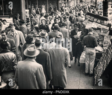 1950s CROWDED CITY STREET SHOPPERS WORKERS COMMUTERS WALKING PAST SIDEWALK NEWSSTAND 11th STREET PHILADELPHIA PA USA - c6864 HAR001 HARS 1 MANY STYLE COMMUNICATION CROWDS FEMALES ASSEMBLY COATS UNITED STATES AGAINST FULL-LENGTH LADIES MASS PERSONS UNITED STATES OF AMERICA MALES PEDESTRIANS SPECTATORS B&W GATHERING SHOPPER SHOPPERS HEAD AND SHOULDERS HIGH ANGLE COMMUTERS EASTERN TIDE AFRICAN-AMERICANS AFRICAN-AMERICAN PA NEWSSTAND BLACK ETHNICITY DIRECTION CONGESTED THE EAST COAST COOPERATION THRONG ATTENDANCE BLACK AND WHITE CAUCASIAN ETHNICITY CITY OF BROTHERLY LOVE HAR001 OLD FASHIONED PAS - Stock Photo
