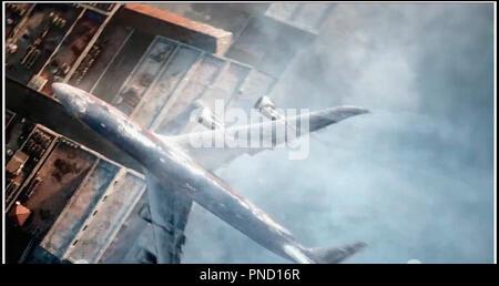 Prod DB © Warner Bros. - Electric Entertainment - Jerry Bruckheimer Films - Skydance Media / DR GEOSTORM de Dean Devlin 2017 USA science fiction, catastrophe aerienne - Stock Photo