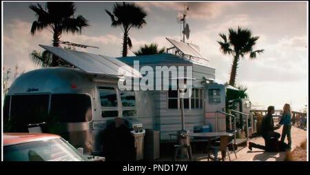Prod DB © Warner Bros. - Electric Entertainment - Jerry Bruckheimer Films - Skydance Media / DR GEOSTORM de Dean Devlin 2017 USA science fiction, caravane - Stock Photo