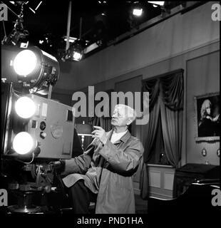 Prod DB © Palladium Film- DFI / DR GERTRUD de Carl Th. Dreyer (Carl Theodor Dreyer) 1964 DAN avec Carl Theodor Dreyer sur le tournage caméra, projecteur - Stock Photo