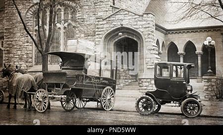 1910 AN ELECTRIC AUTOMOBILE CAR NEXT TO A HORSE AND WAGON KANSAS CITY MISSOURI USA - q44971 CPC001 HARS HORSE-DRAWN INNOVATION MOTORING AUTOMOBILES BESIDE MOBILITY VEHICLES GROWTH BLACK AND WHITE MIDWEST MIDWESTERN MO OLD FASHIONED - Stock Photo