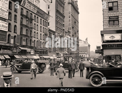 1910s 1920s EAST 42ND STREET FROM FIFTH AVENUE SEE TOP OF GRAND CENTRAL STATION MIDTOWN MANHATTAN NYC USA - q49639 CPC001 HARS RETAIL SEE UNITED STATES COPY SPACE FULL-LENGTH PERSONS INSPIRATION UNITED STATES OF AMERICA AUTOMOBILE MALES BUILDINGS PEDESTRIANS TRANSPORTATION B&W FREEDOM WIDE ANGLE SUIT AND TIE DREAMS MIDTOWN SELLING STRENGTH AUTOS EXTERIOR PROGRESS OF OPPORTUNITY NYC STORES NEW YORK AUTOMOBILES CITIES GRAND CENTRAL STATION STRAW HATS STYLISH VEHICLES NEW YORK CITY BOATERS CONGESTION SALESMEN 42ND BLACK AND WHITE BUSINESSES CAUCASIAN ETHNICITY FIFTH AVENUE OLD FASHIONED TOURING - Stock Photo