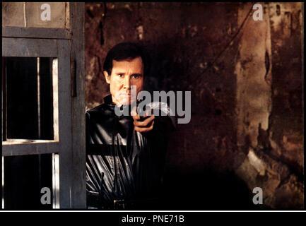Prod DB © Fulvia Films / DR LES GUERRIERS DU BRONX 2 (FUGA DEL BRONX / BRONX WARRIORS) de Enzo G. Castellari 1984 ITA avec Henry Silva tirer, pistolet sequelle - Stock Photo