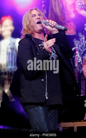 joe elliott with def leppard performs in concert at the cruzan amphitheatre in west palm beach. Black Bedroom Furniture Sets. Home Design Ideas