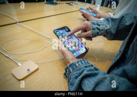New York, USA. 21st September 2018. Customers in the Apple store in the WTC Transportation Hub in New York try out the new iPhone XS on Friday, September 21, 2018, the first day they went on sale.  The new phones, anxiously awaited by drooling iPhone aficionados, sell for a whopping $999 for the XS and $1099 for the XS Max with the Max having a 6.5 inch display.  (© Richard B. Levine) Credit: Richard Levine/Alamy Live News Credit: Richard Levine/Alamy Live News - Stock Photo