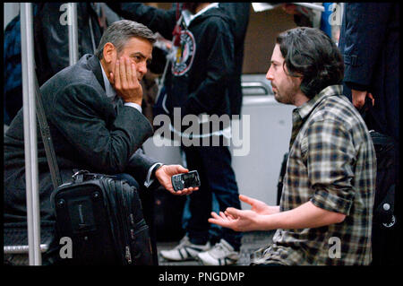 Prod DB © The montecito picture company - DreamWorks Pictures / DR IN THE AIR (UP IN THE AIR) de Jason Reitman 2009 USA avec George Clooney et Jason Reitman sur le tournage - Stock Photo
