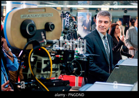 Prod DB © The montecito picture company - DreamWorks Pictures / DR IN THE AIR (UP IN THE AIR) de Jason Reitman 2009 USA avec George Clooney sur le tournage caméra, panavision - Stock Photo