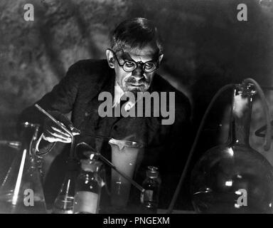 Original film title: THE MAN WITH NINE LIVES. English title: THE MAN WITH NINE LIVES. Year: 1940. Director: NICK GRINDE. Stars: BORIS KARLOFF. Credit: COLUMBIA PICTURES / Album - Stock Photo