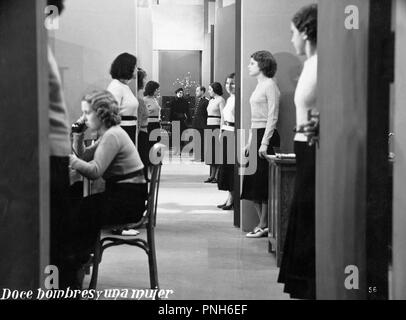 Original film title: DOCE HOMBRES Y UNA MUJER. English title: TWELVE MEN AND A WOMAN. Year: 1934. Director: FERNANDO DELGADO. Credit: STAR FILMS S.A. / Album - Stock Photo
