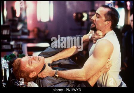 Prod DB © 20th Century Fox / DR KISS OF DEATH (KISS OF DEATH) de Barbet Schroeder 1995 USA avec David Caruso et Nicolas Cage altercation, lutte, etrangler, haine - Stock Photo